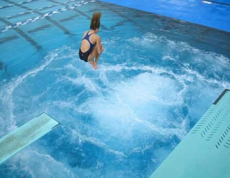 dive pool bubbles